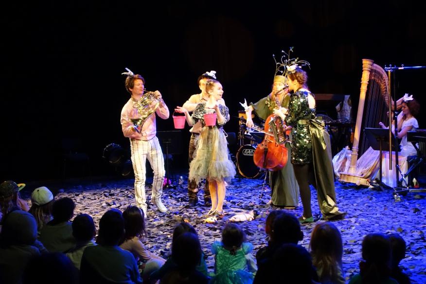 Philharmonie Luxemburg Regie: Nina Kupczyk Ausstattung: Timo Dentler und Okarina Peter